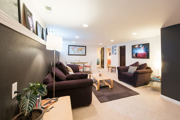 Sunny Private Seattle Apartment