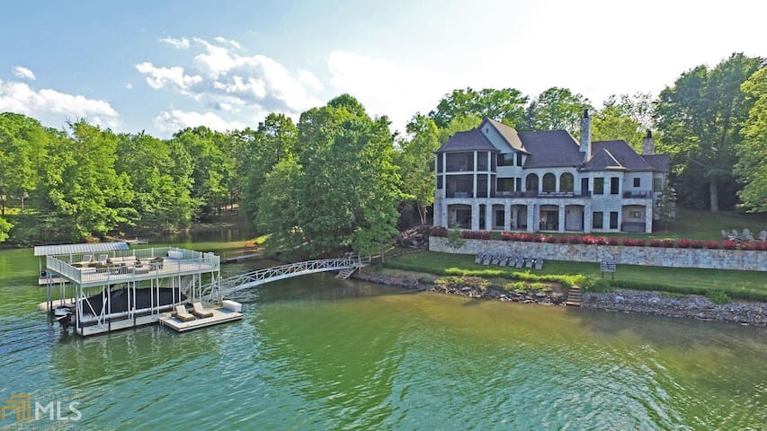 Lakefront Bliss on Lake Chatuge