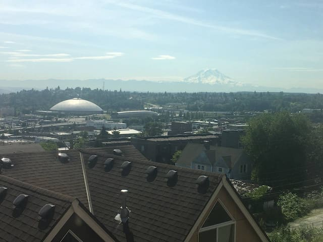 Rainier View Townhouse, Downtown Tacoma, Sleeps 6