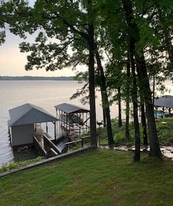 Knotts Landing Waterfront Lakehouse - Lake Tillery