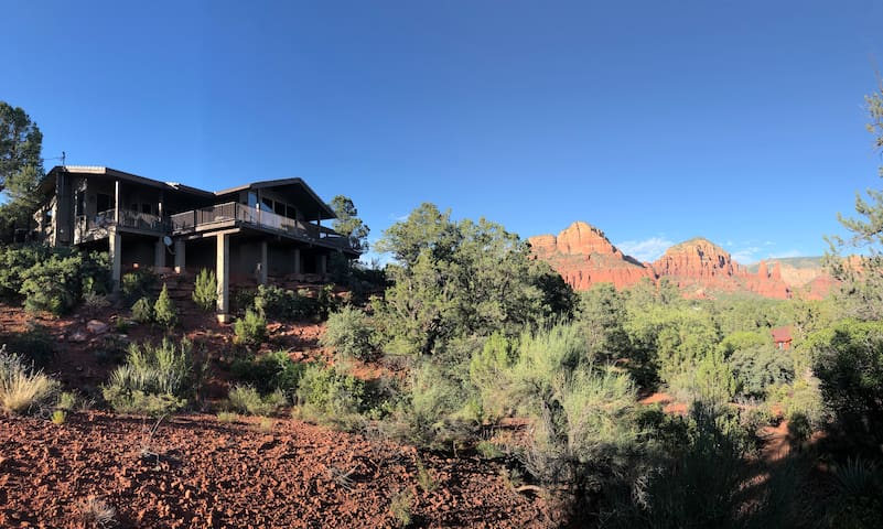 Sweeping Views of Sedona's Most Iconic Red Rocks