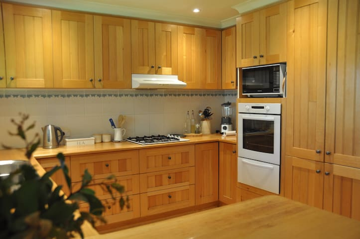 Kitchen (for whole house bookings only)