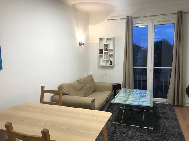 Chambre simple meublée