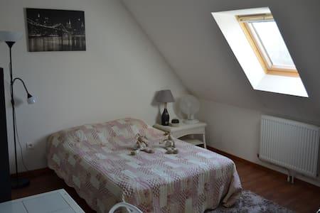 Maison chambre lit & Sdb privée - Erquinghem Lys