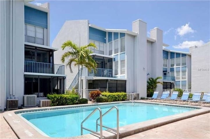 Winters Escape - Madeira Beach Vacation Rental - Madeira Beach - Condominium