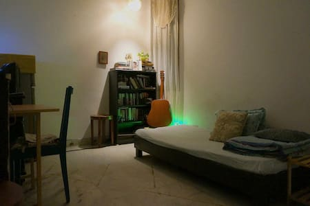 Budget Accommodation in South Delhi! - Nova Délhi - Apartamento