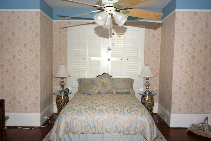 Queen Anne Room