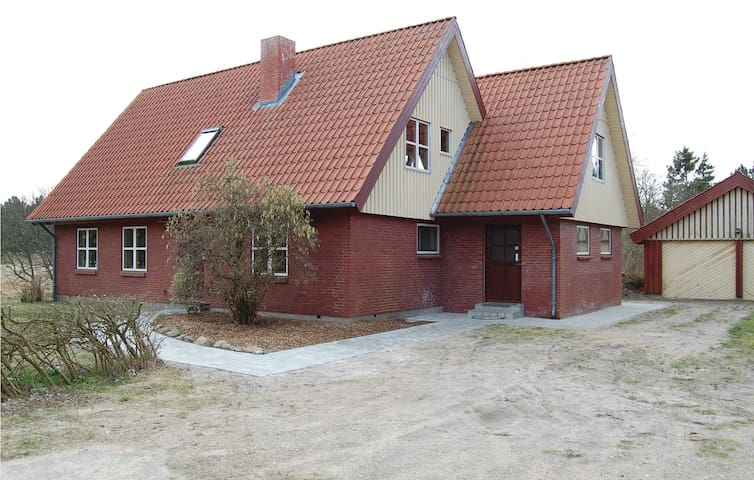 Holiday cottage with 3 bedrooms on 112m² in Rømø