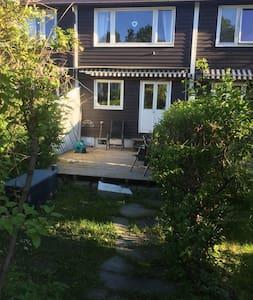 Koselig soverom i hyggelig strøk - Sandvika - Hus
