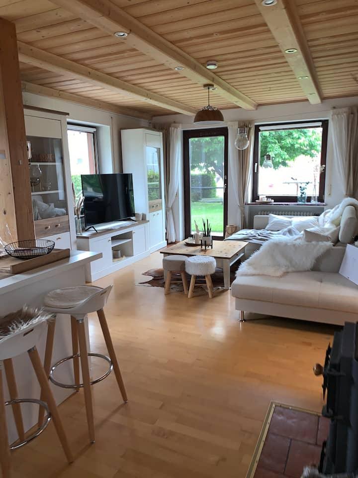 Wohnung mit Garten, Terrasse und Büro