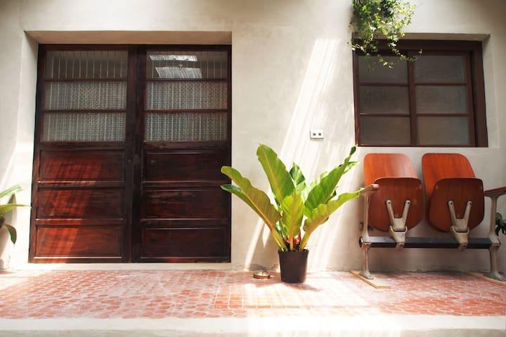 Vintage 101 MRT信義商圈 古道具獨立花園房 情侶約會超浪漫住所