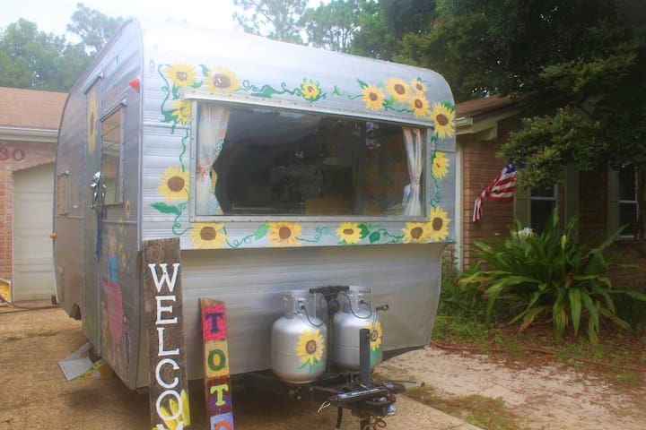 Toto 1959 Oasis travel trailer