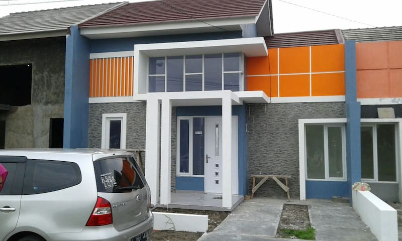 Colourfull house to cheer you up - Kecamatan Sidoarjo - House