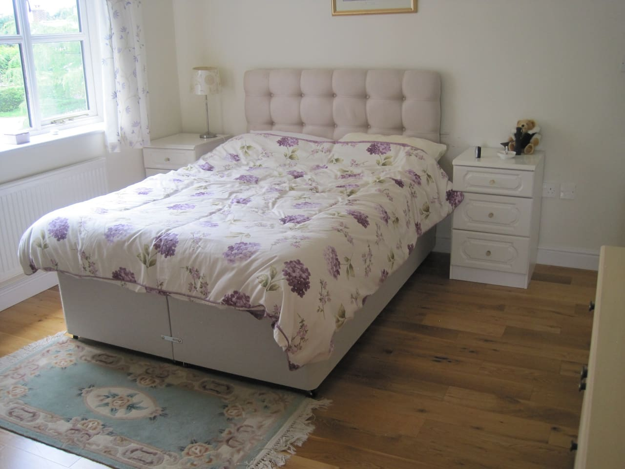 comfortable light spacious double room with  en suite