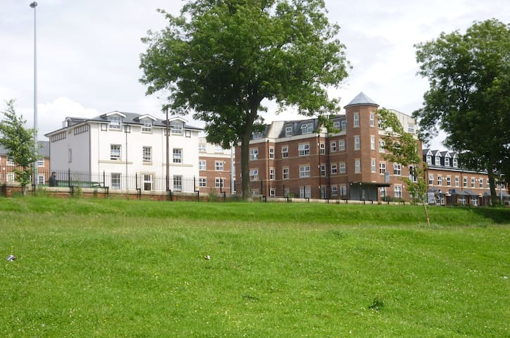 Attractive Modern Spacious 1 Bed Apartment 2nd Fl.