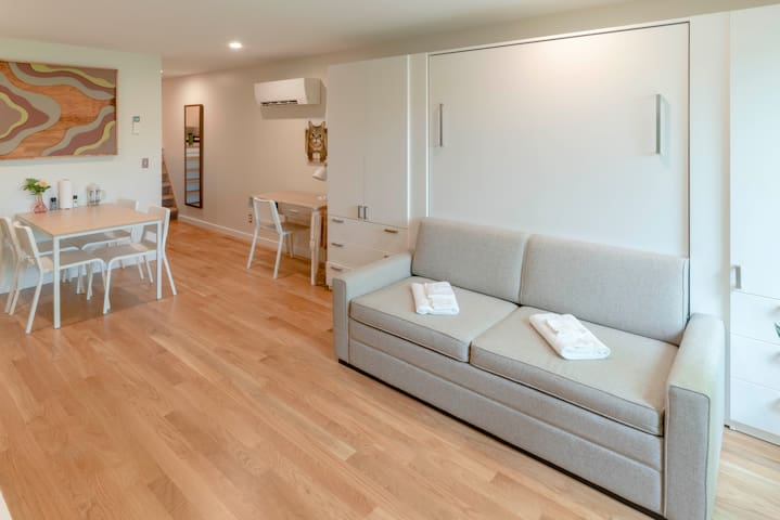 Lil BUB's Really Nice Apartment - EAST