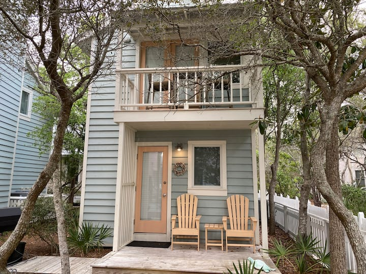 3 HOUSES TO BEACH & 1 BLOCK TO TOWN IN SEASIDE! Better Days Guest Cottage