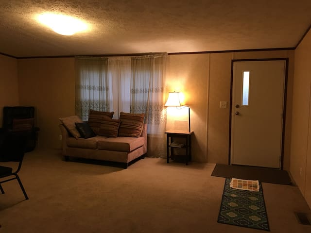 Big suite 4miles Greenville/downtown/Travelers Res