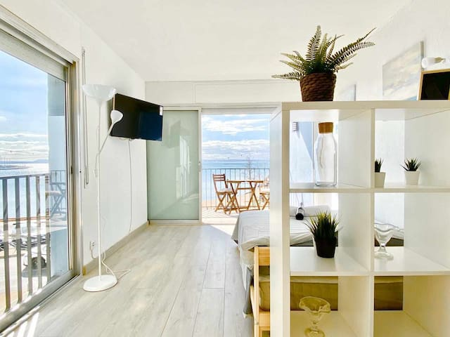 Beachfront Loft in Roses 2