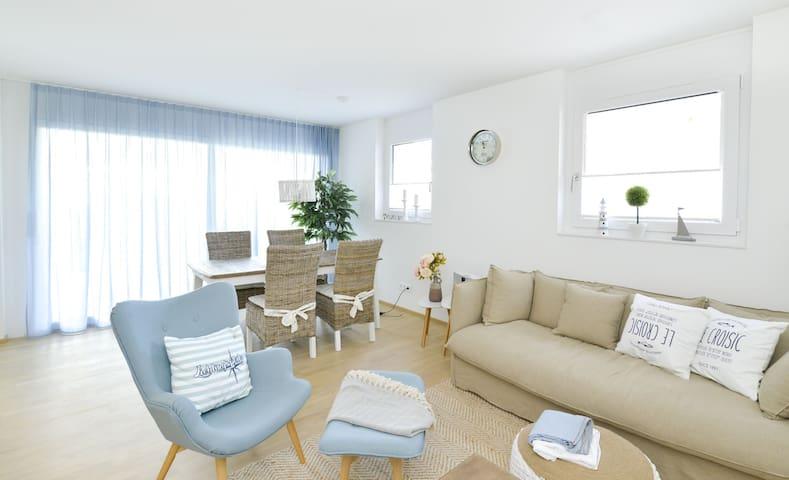 Ferienwohnung Seevillenpark, (Radolfzell am Bodensee), 2,5-Zimmer Ferienwohnung, 78qm, 1 Schlafzimmer, Terrasse, max. 2 Personen