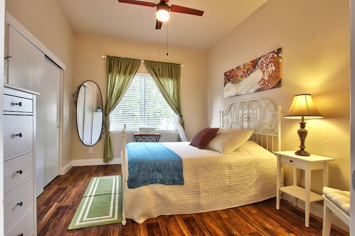 Historic Charm with parking in center of Midtown!