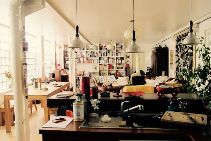 Spacieuse maison arty, style loft, M° Robespierre - Montreuil - Loft
