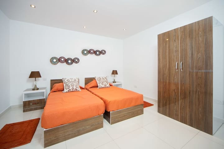 Orange Aparthotel