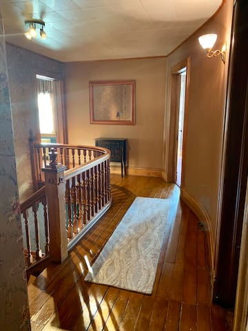 Spacious & Bright Room in Exquisite Victorian Home