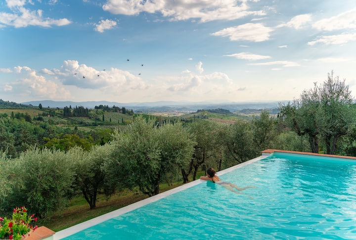 INFINITY POOL WITH JACUZZI IN CHIANTI.