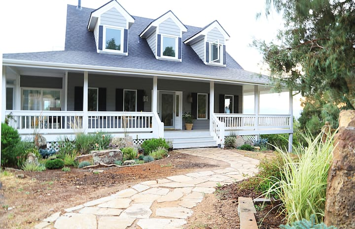 Stunning Ranch Close-in With Sweeping Views!!