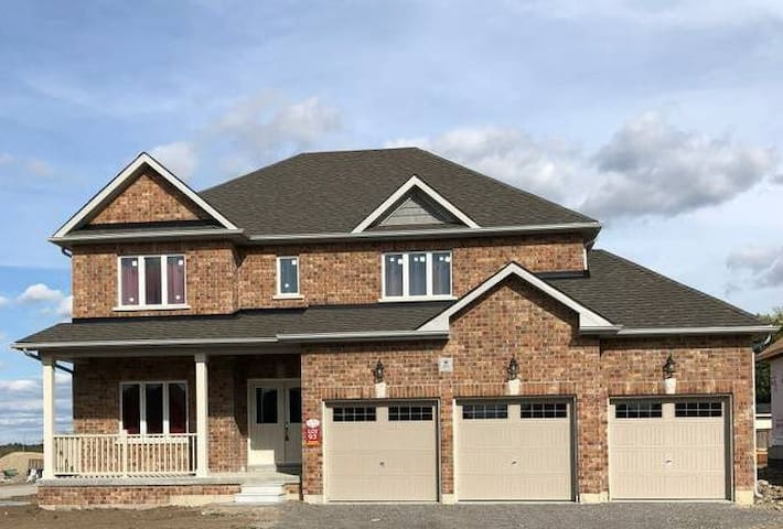 Brand New 4 BR Home , City Of Lindsay
