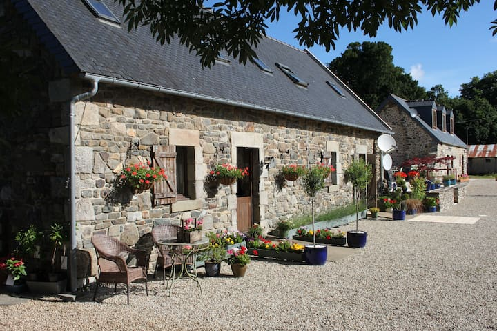 Brittany Farmhouse Accommodation - Carnoët - Hus