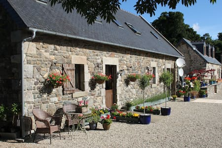 Brittany Farmhouse Accommodation - Carnoët - Дом