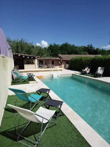 Propriété avec piscine  dans la   Drôme provençale