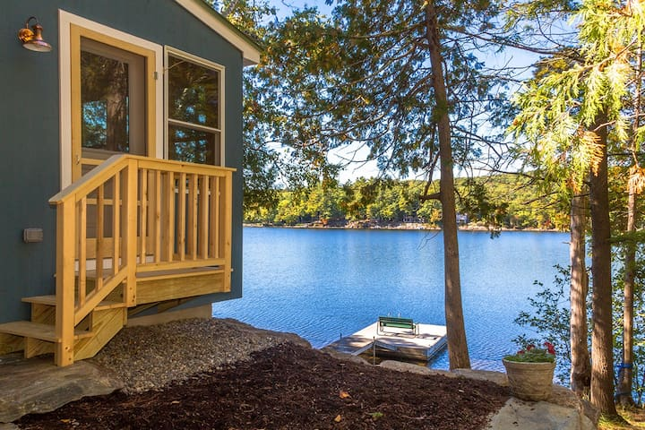 "Contemporary ""Maine Cottage"" at Lake's Edge + Dock - Lincolnville - Rumah"