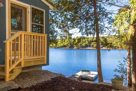 "Contemporary ""Maine Cottage"" at Lake's Edge + Dock - Lincolnville"