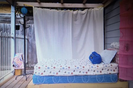 real bed at nice & big deck under covered- bayside - Frankston - Camper/Roulotte