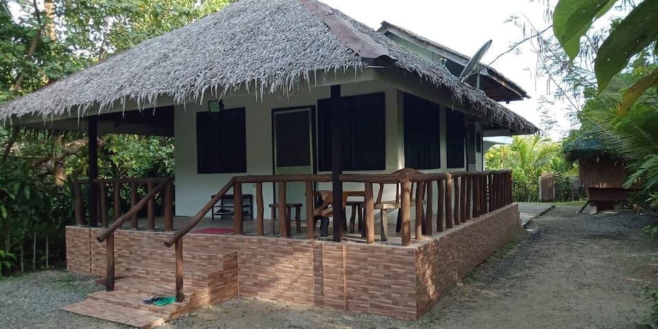 Cemento Beach House 3 bedrooms+internet+cable TV