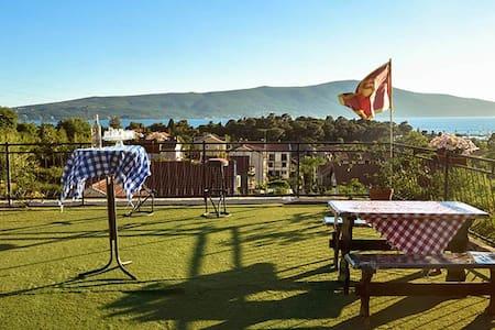 Hostel Anton single private room - Tivat - Bed & Breakfast