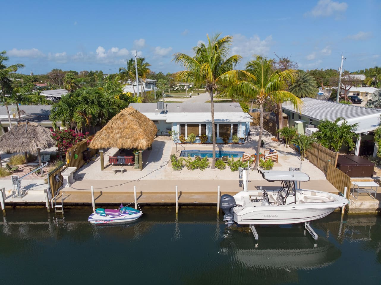 Everything you need for the perfect Keys vacation! Jetted pool, Tiki Hut, 2 Bikes, 2 Kayaks, Dockage, Fish Cleaning Station, Grill