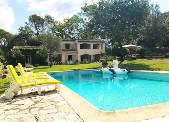 South facing villa with pool in private domaine