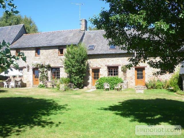 Maison de caractère à la campagne - Saint-Berthevin-la-Tannière - 一軒家