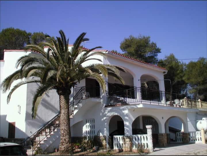 Spacious Villa with Private Pool & Panoramic Views