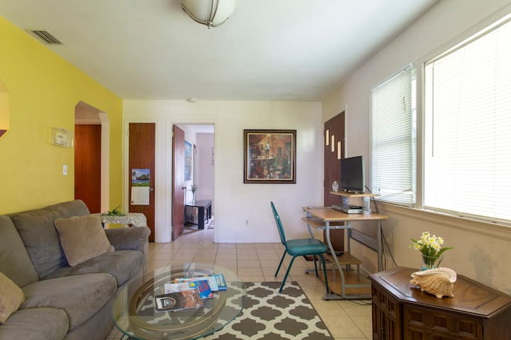 WHOLE house, most-direct toClearwater-Beach, CHEAP - Clearwater - House