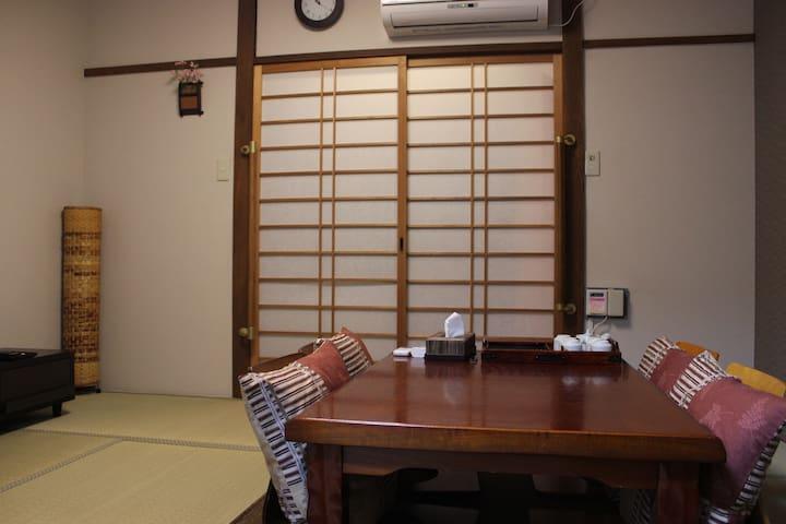 伏见稻荷大社徒步。京都站电车4分钟。 Fushimi Inari-taisha 新装修!前后日式庭院