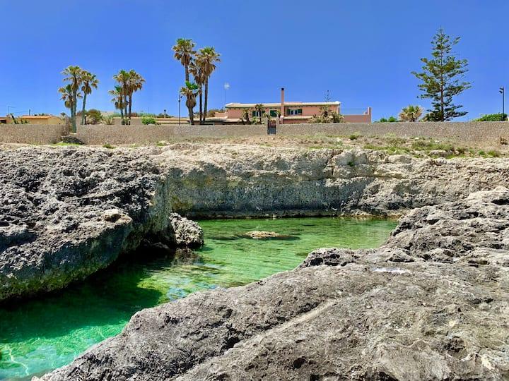 Seaside villa with seawater swimming pool