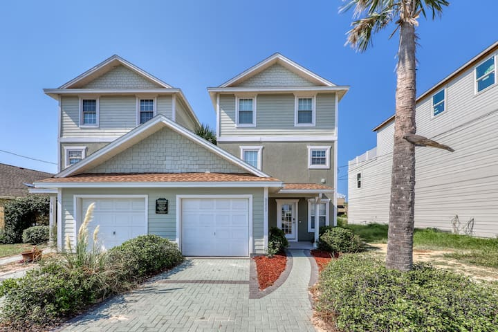 Upscale home w/ ample deck space and a prime location - walk to the beach!