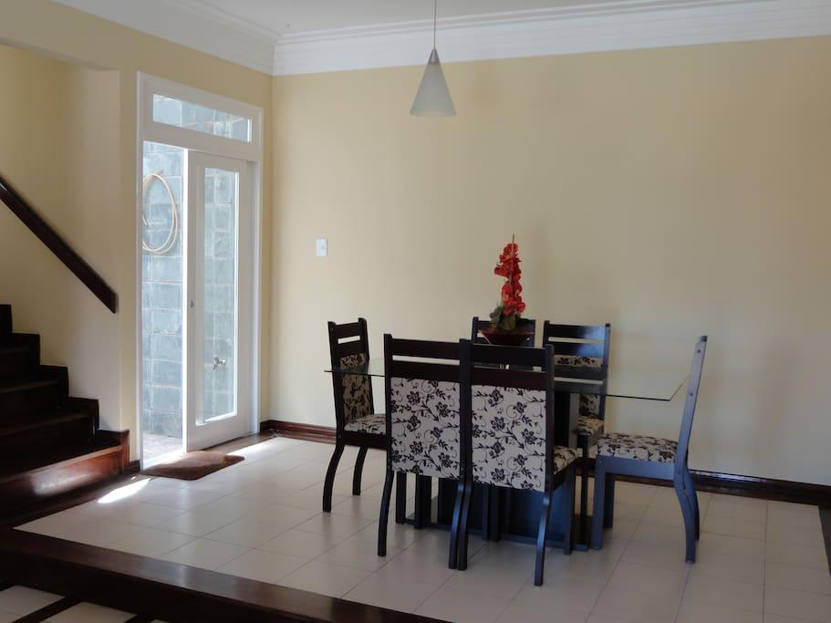 Sala de jantar, 1 mesa com 6 cadeiras