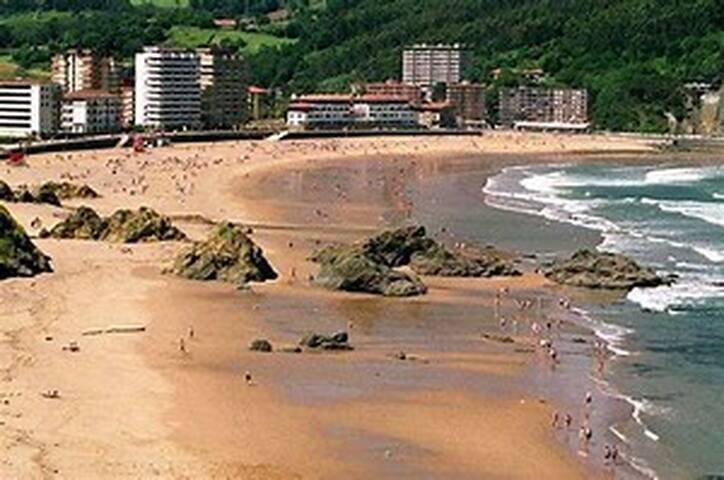 Apartamento céntrico junto a la playa. EBI-620