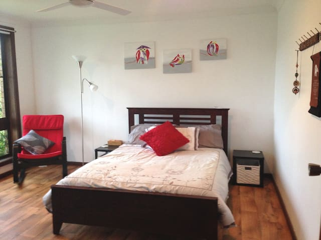 Wise Retreat - Bright, Airy Double Room - Tuncurry - Casa
